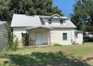 Foreclosed Home in Nowata 74048 N HOUGLAN ST - Property ID: 2008818259