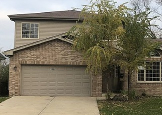 Foreclosed Home in Hazel Crest 60429 CHARLEMAGNE AVE - Property ID: 2425934625