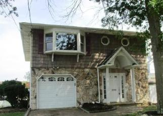 Foreclosed Home in Copiague 11726 BAYLAWN AVE - Property ID: 2537230832