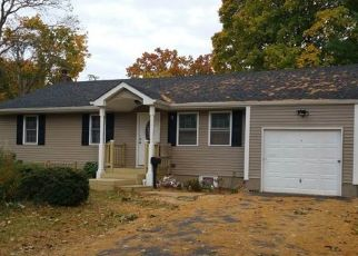 Foreclosed Home in Brentwood 11717 MADISON AVE - Property ID: 2940737583