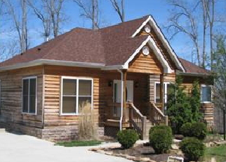Foreclosed Home in Burnside 42519 VILLIAGE LN - Property ID: 2945050756