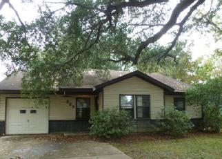 Foreclosed Home in Angleton 77515 ROBINHOOD LN - Property ID: 2960211662