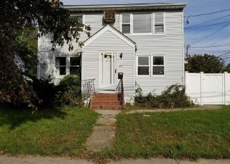 Foreclosed Home in Lindenhurst 11757 S DELAWARE AVE - Property ID: 3019085886