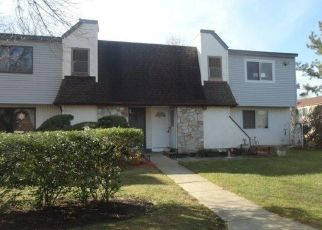 Foreclosed Home in Coram 11727 POINTE CIR N - Property ID: 3122050944