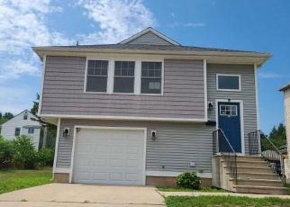 Foreclosed Home in New Britain 06053 DUDLEY ST - Property ID: 3217885782