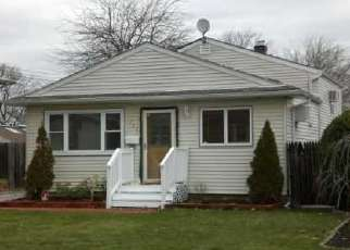 Foreclosed Home in Lindenhurst 11757 S 8TH ST - Property ID: 3257091898