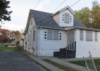 Foreclosed Home in Bay Shore 11706 ARIZONA AVE - Property ID: 3257313506