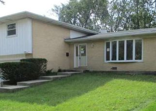 Foreclosed Home in Oak Forest 60452 PINE DR - Property ID: 3285417871