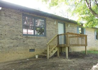 Foreclosed Home in Middlesboro 40965 S 17TH ST - Property ID: 3339737136