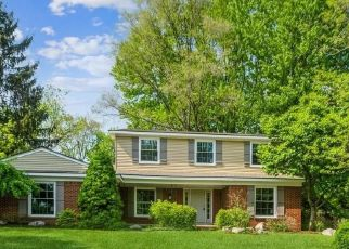 Foreclosed Home in Rochester Hills 48309 HICKORY HILL DR - Property ID: 3780881640