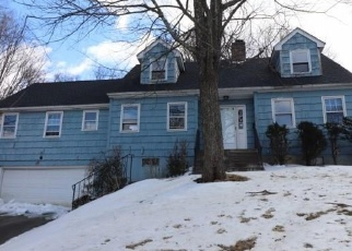 Foreclosed Home in Waterbury 06706 TANGLEWOOD RD - Property ID: 3817460347