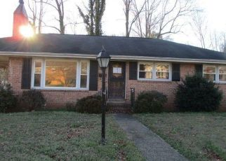 Foreclosed Home in Petersburg 23803 WEAVER AVE - Property ID: 3829607109