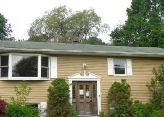 Foreclosed Home in New Fairfield 06812 DONNA DR - Property ID: 3904024598