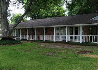 Foreclosed Home in Highlands 77562 HOLLY DR - Property ID: 4009199229