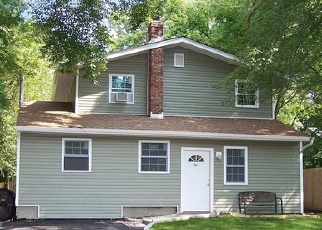 Foreclosed Home in Central Islip 11722 CONNETQUOT AVE - Property ID: 4128026396