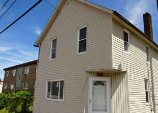Foreclosed Home in Cleveland 44109 STATE RD - Property ID: 4151038871