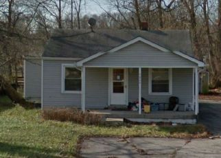 Foreclosed Home in Fairdale 40118 NATIONAL TPKE - Property ID: 4156118486