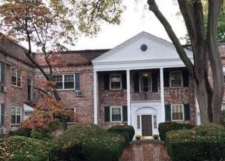 Foreclosed Home in Rockville Centre 11570 N FOREST AVE - Property ID: 4158634650