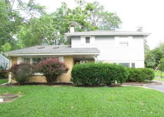 Foreclosed Home in Palatine 60067 S CEDAR ST - Property ID: 4194009365