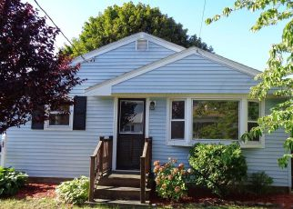 Foreclosed Home in Pawtucket 02861 WARWICK RD - Property ID: 4205355528