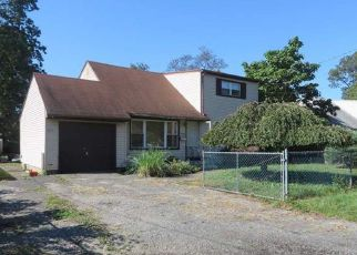 Foreclosed Home in Lindenhurst 11757 GRAND AVE - Property ID: 4226162351