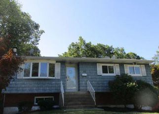 Foreclosed Home in Patchogue 11772 SHARON DR - Property ID: 4232142901