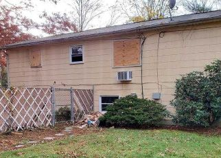 Foreclosed Home in Greenlawn 11740 ROOSEVELT AVE - Property ID: 4248395221