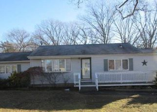 Foreclosed Home in Bohemia 11716 NEMETH ST - Property ID: 4248398740