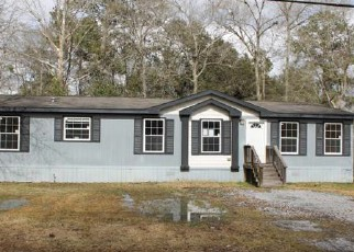 Foreclosed Home in Silsbee 77656 W AVENUE C - Property ID: 4254154142