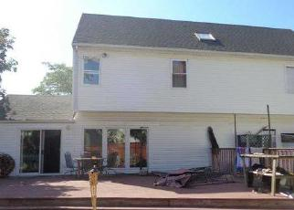 Foreclosed Home in Babylon 11702 ARACA RD - Property ID: 4259323560