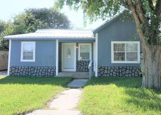 Foreclosed Home in Beeville 78102 N JEFFERSON ST - Property ID: 4259769410