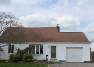 Foreclosed Home in Lindenhurst 11757 S 5TH ST - Property ID: 4270755553
