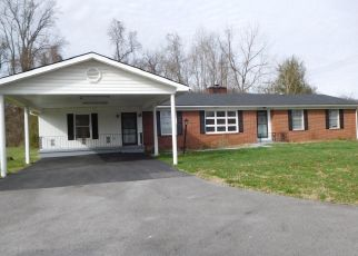 Foreclosed Home in Middlesboro 40965 W CUMBERLAND AVE - Property ID: 4276610387
