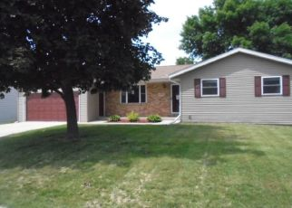 Foreclosed Home in Dubuque 52002 SUN VALLEY DR - Property ID: 4277526186