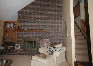 Foreclosed Home in Hutchinson 67502 N MEADOW LAKE DR - Property ID: 4277539328