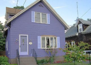 Foreclosed Home in Rumford 02916 PAVILION AVE - Property ID: 4280420324