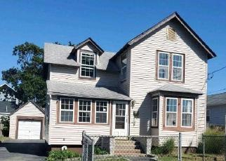Foreclosed Home in Bay Shore 11706 BELFORD AVE - Property ID: 4285105331