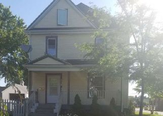 Foreclosed Home in Waterloo 50702 DENVER ST - Property ID: 4286143325