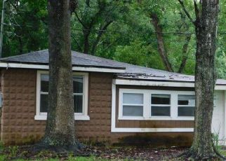 Foreclosed Home in Jacksonville 32208 OAKHURST AVE - Property ID: 4286358825
