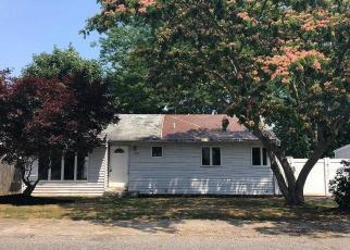 Foreclosed Home in Bay Shore 11706 MANATUCK BLVD - Property ID: 4287322359