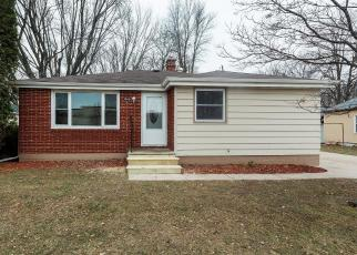 Foreclosed Home in Green Bay 54302 VAN DEUREN ST - Property ID: 4287457247