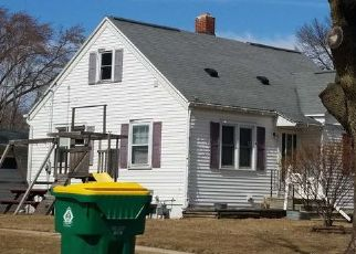 Foreclosed Home in Green Bay 54304 14TH AVE - Property ID: 4287458569