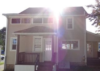 Foreclosed Home in Stratford 06615 OAKLAND ST - Property ID: 4287993776