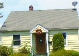 Foreclosed Home in Huntington Station 11746 CALDWELL ST - Property ID: 4288456719