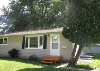Foreclosed Home in Waterloo 50703 ACKERMANT ST - Property ID: 4288999356
