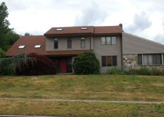Foreclosed Home in Manchester 06040 BOBBY LN - Property ID: 4289408877