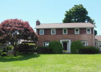 Foreclosed Home in Bridgeport 06605 OLD BATTERY RD - Property ID: 4289470624