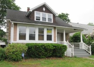 Foreclosed Home in Middlesex 08846 WASHINGTON AVE - Property ID: 4290261151