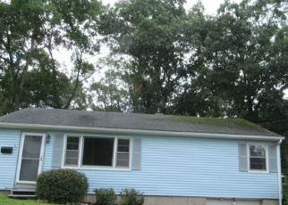 Foreclosed Home in Waterbury 06705 OLIVER AVE - Property ID: 4290462184