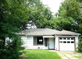 Foreclosed Home in Beaumont 77703 W LYNWOOD DR - Property ID: 4290735938